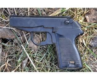 Cvičná gumová pistole P83